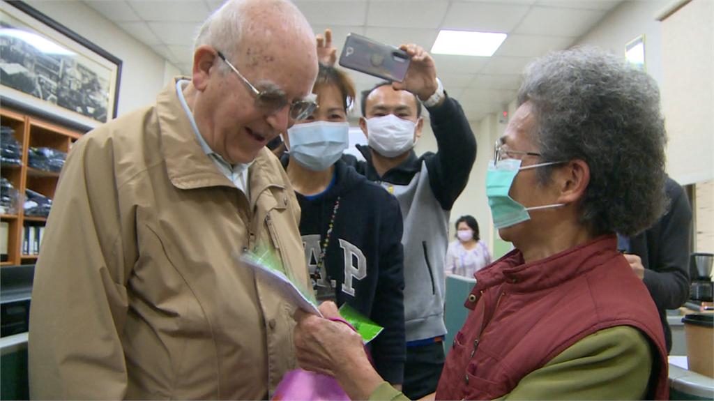 快新聞/被台灣人性感動...呂若瑟神父笑了!募款5天近千萬「我要向你們謝謝」