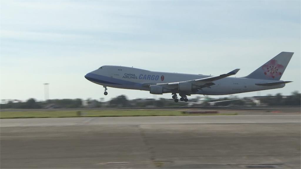 第三批莫德納要來了!華航CI-5556護送41萬劑最快20日17:00到!