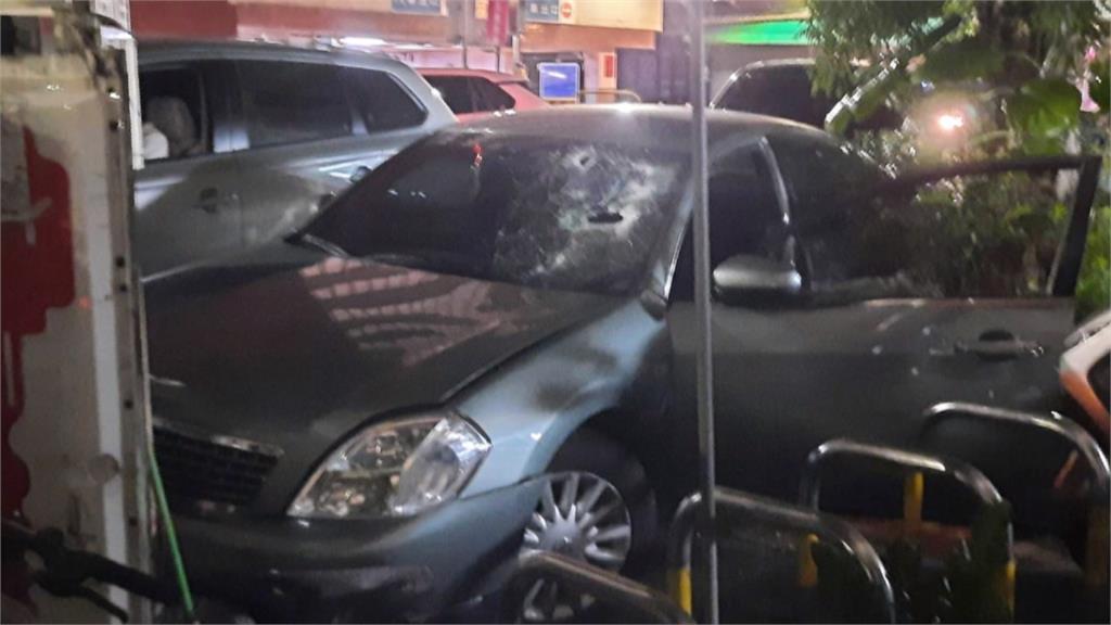 見警想逃還衝撞警車 警開兩槍擊中輪胎逮毒蟲