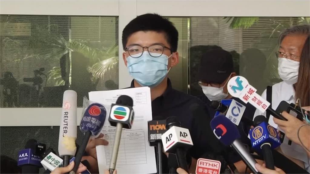 黃之鋒臉書:參與六四燭光晚會 警通知將起訴