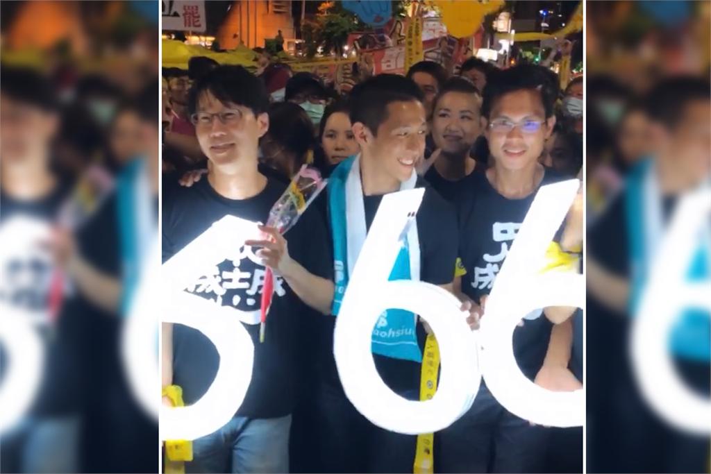 快新聞/吳怡農現身遊行挺罷韓! 拿666燈牌高喊:為了民主一定要出來投票