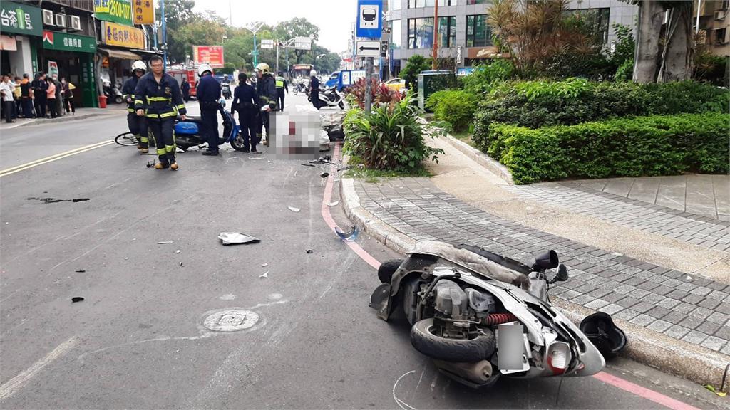 快新聞/新北新莊休旅車追撞3機車、1單車 老翁送醫不治
