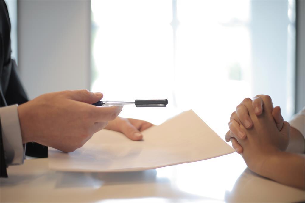 人力銀行公布10大求職「雷經歷」!快閃族、犯罪與失業全上榜