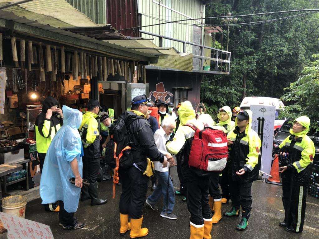 快新聞/汐止山區十多名登山客遭雷擊 一人傷勢嚴重送醫治療