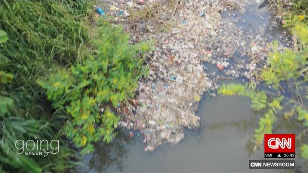 峇里島河川滿滿垃圾 當地青年發起看守計畫