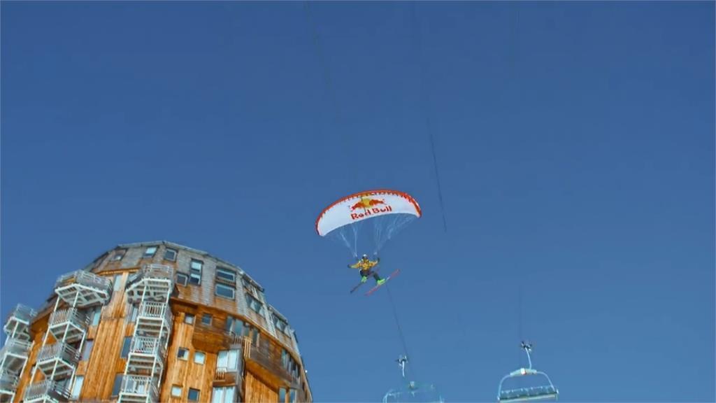 飛行傘結合滑雪超極限!「鋼索與建築物上滑行」法國好手驚奇表演