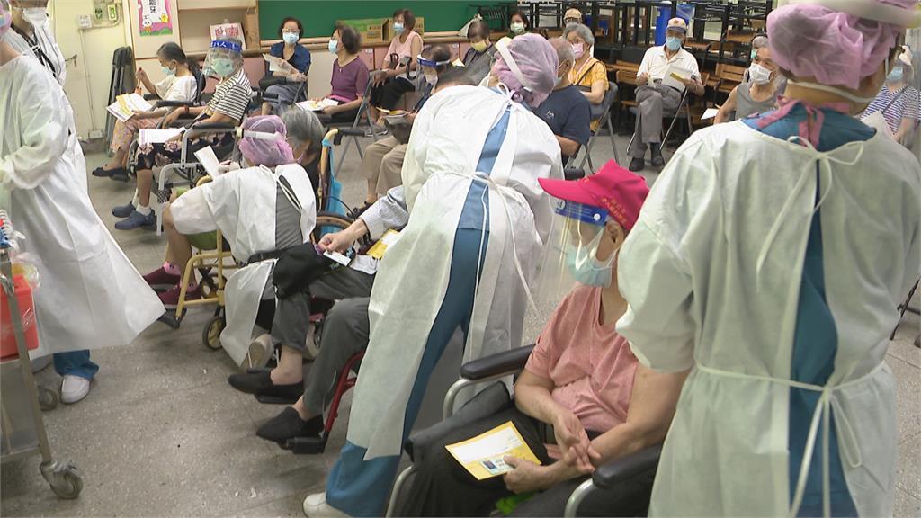長者傳打疫苗後猝死「打了比較安全」北市未見緩打跡象