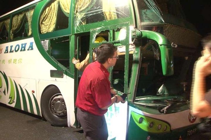 國一北上重大車禍 客運乘客拋飛6死11傷