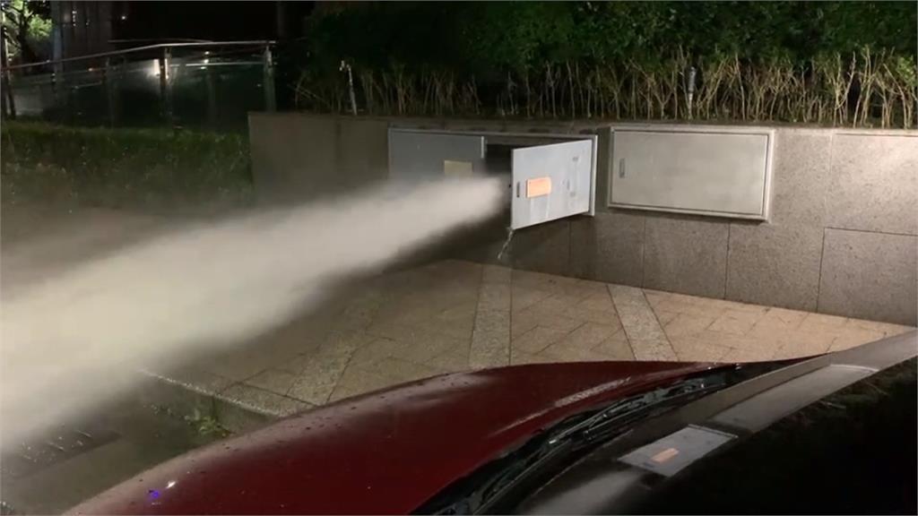 疑設備電路故障 消防管線狂噴水急搶修