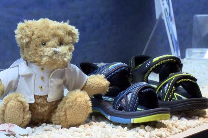 新款涼鞋大底設計 外型新潮穿戴舒適