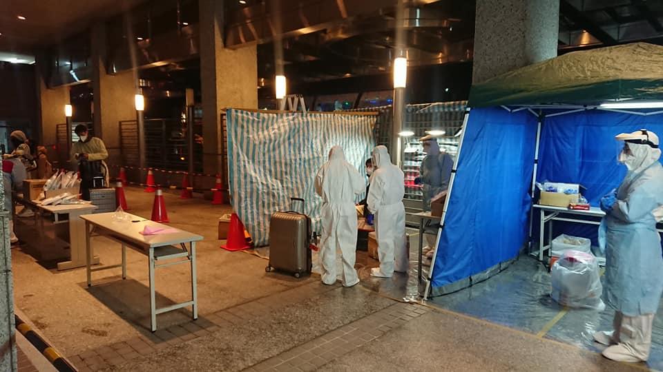 快新聞/英返台旅客讚「到了世界最安全的地方」 入境採檢估今天中午有結果
