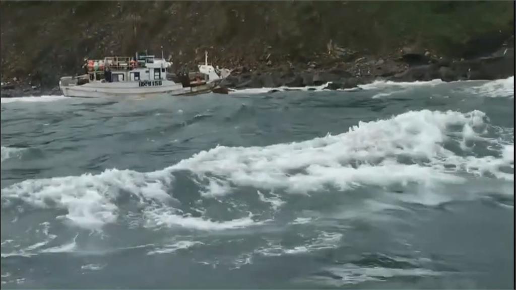 漁船海面作業擱淺 軍方協助救出4船員