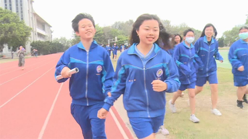 最暖大隊接力!同學狂衝拉開距離 讓全盲女跑最後一棒