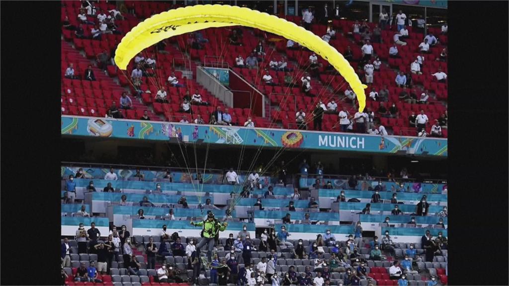 歐國盃飛來橫禍!環保團體跳傘險衝進觀眾席釀2傷