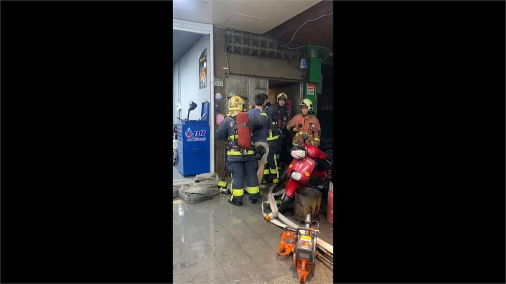 三重民宅頂加2樓起火 疏散15大3小幸無人傷