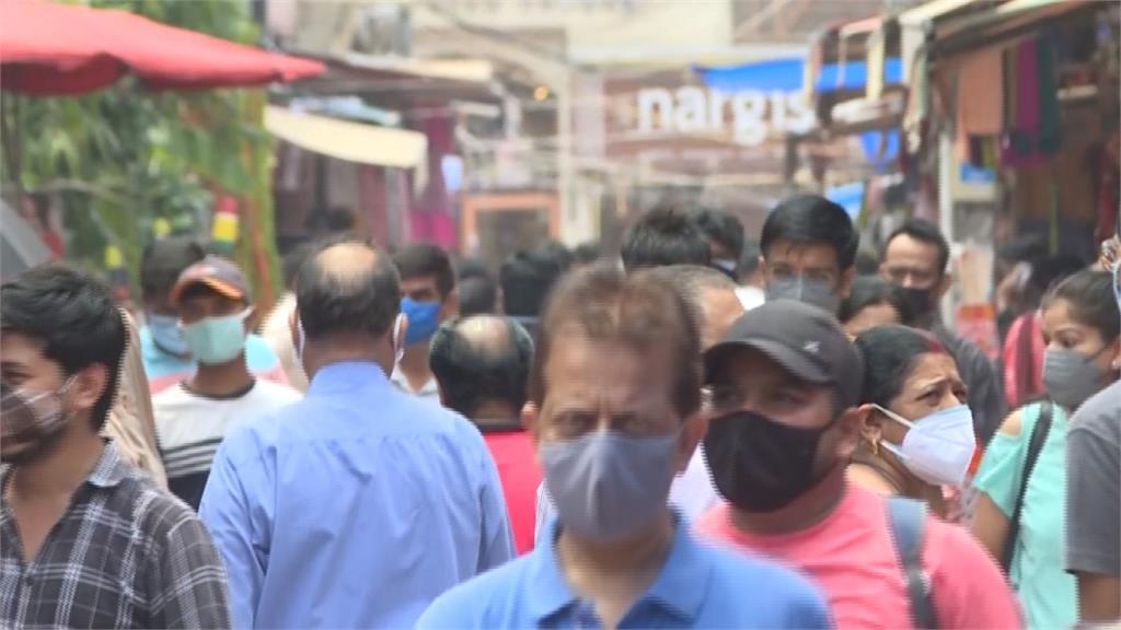現在鬆懈太早了?印度連12天「不到10萬人確診」 市場恢復擁擠景象