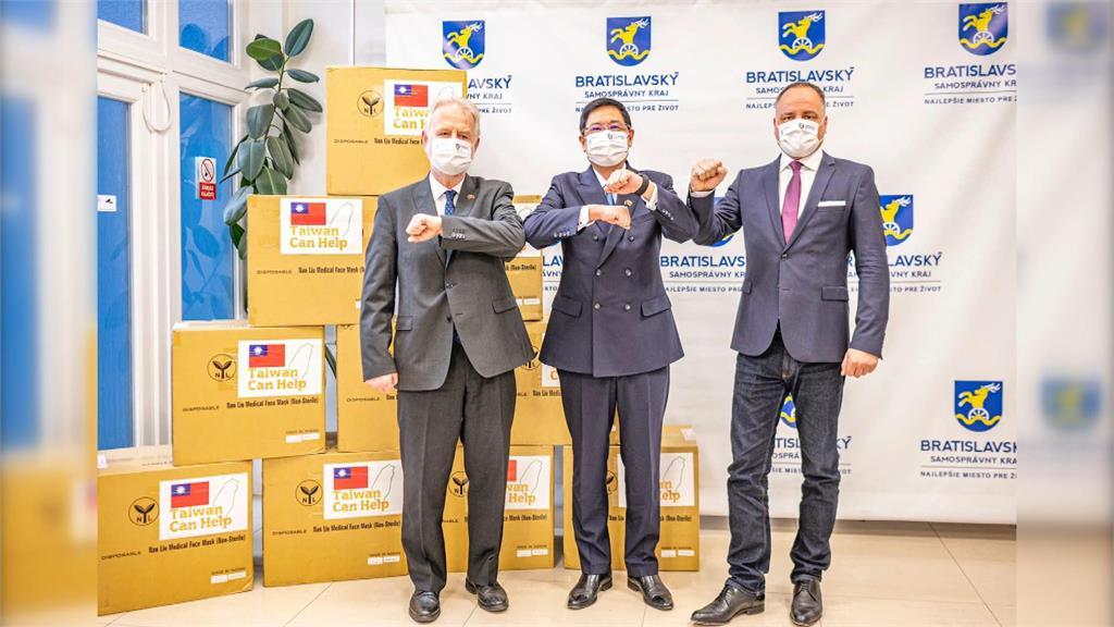 外援斯洛伐克抗疫 高雄捐30萬片抵運