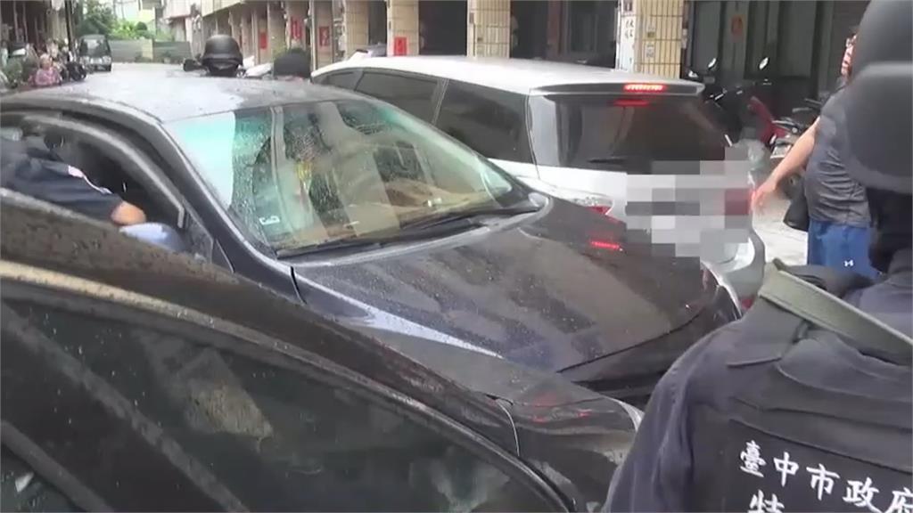 毒販拒捕衝撞 警包夾圍捕破窗抓人