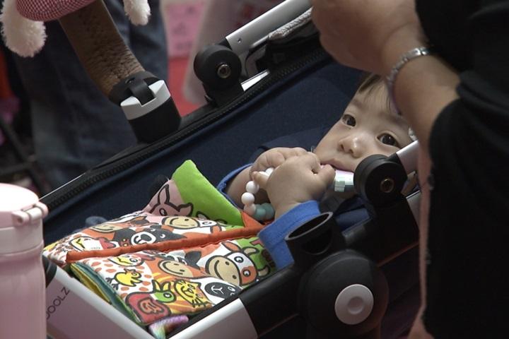 母嬰用品展登場 AI智能保母機器人超吸睛