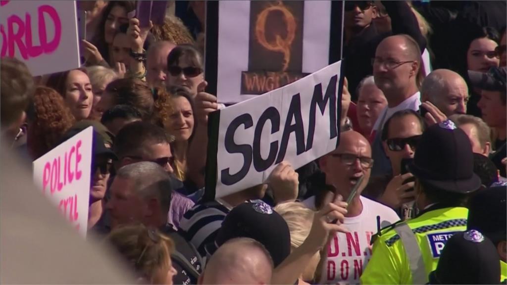 不遵守封城禁令開罰一萬英鎊! 全沒戴口罩!抗議民眾與英警對峙