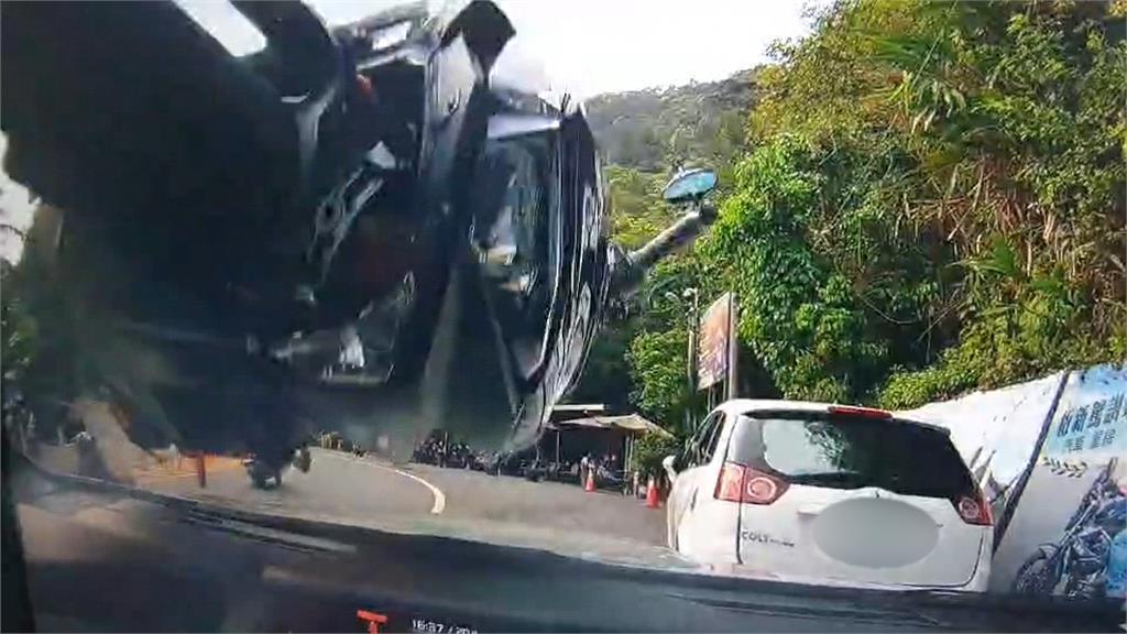 北宜公路壓車打滑 機車彈飛撞對向轎車