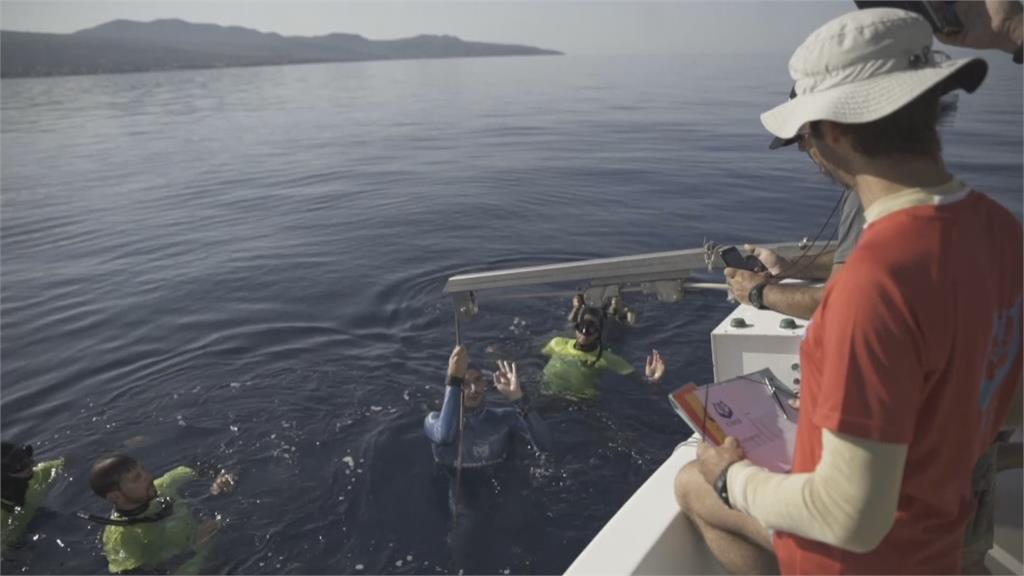 法國潛水好手傑拉德 創世界紀錄!閉氣3分鐘 潛水112公尺