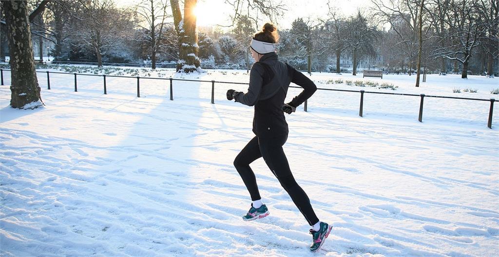 跑步聽什麼最適合?專家指「這樣選曲」讓運動效益大增