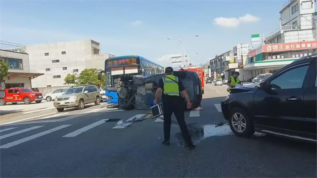 疑未注意鳴笛聲+視線死角 休旅車攔腰撞救護車