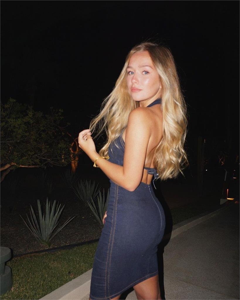小康妮「暴風成長」為20歲美少女!拉高身材比例全靠「這單品」