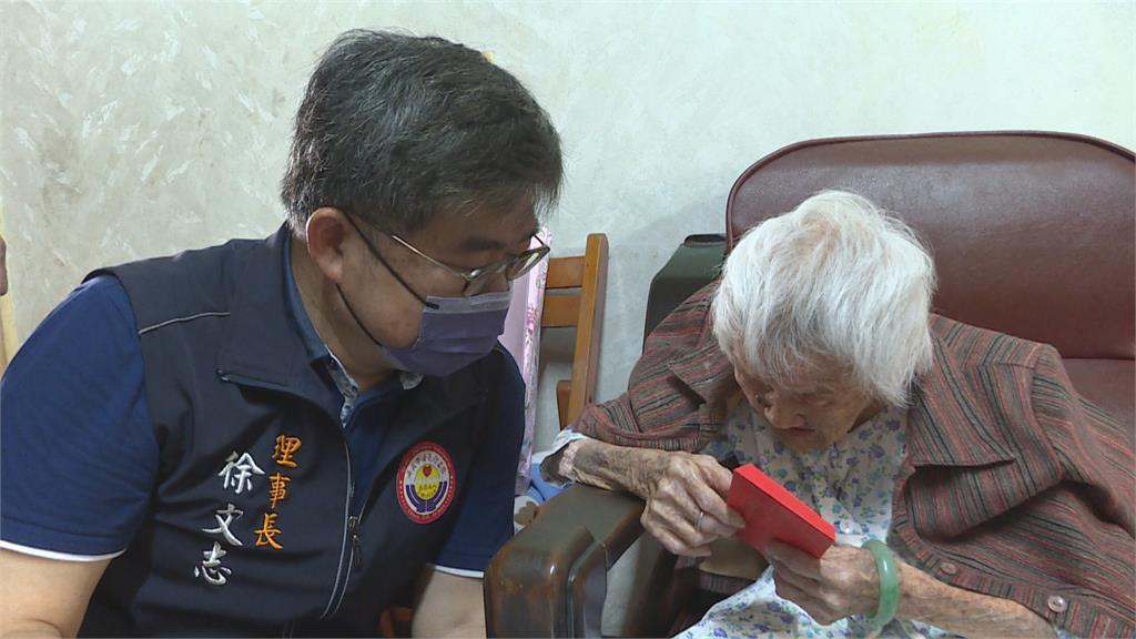 107歲最高齡志工造橋鋪路50年! 行善團中秋前夕攜禮感謝祝呷百二