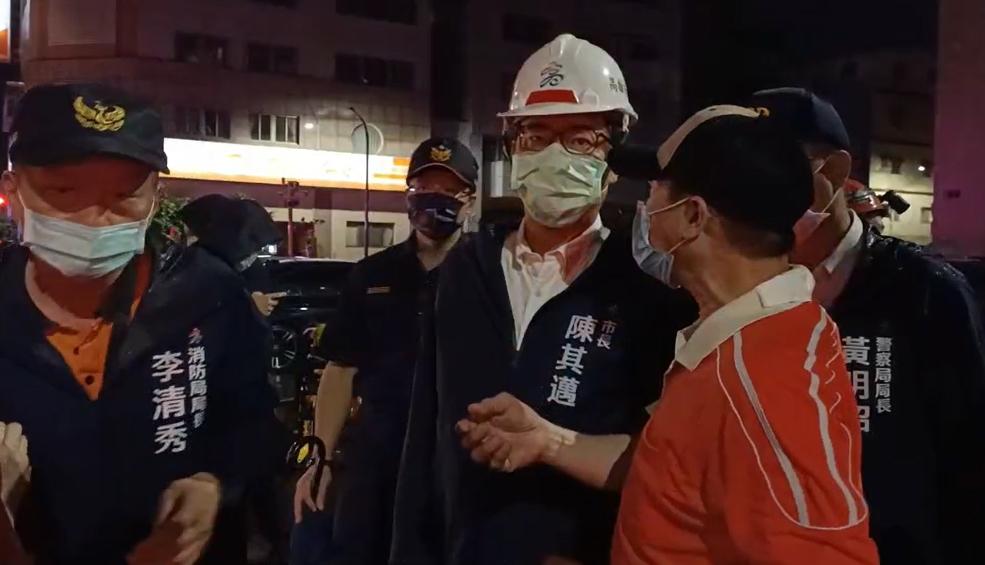 城中城大火!父母沒接電話 女兒從台南趕回崩潰跪地:爸媽沒出來