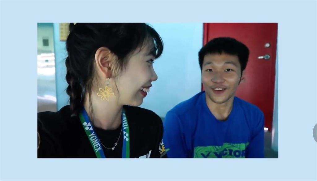 除了羽球最愛這件事!「黃金男雙」李洋靦腆三連拍 網笑:這就是一位大男孩