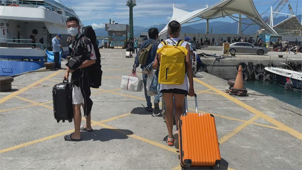璨樹逼近提前部署 台東離島加開班疏運遊客.運輸物資