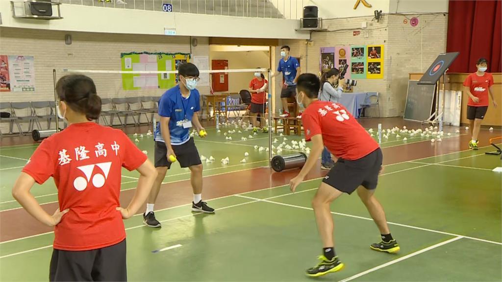 金牌選手李洋母校 蔡總統訪視基中感謝老師、教練