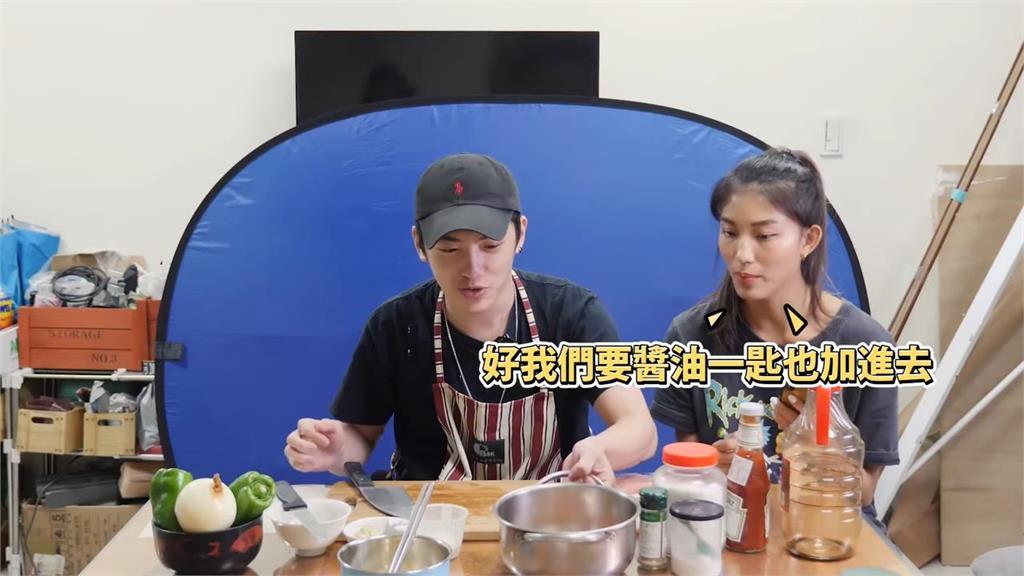 開發料理技能!身障者近距離熱鍋做3菜 噴油驚喊:到底媽媽怎麼煮的