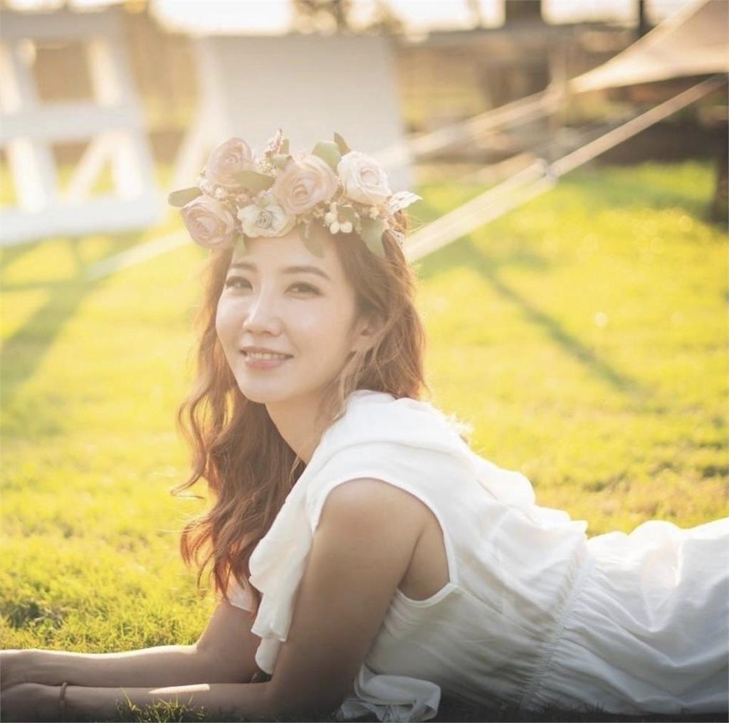 謝忻認愛大6歲圈外男友 突PO飄逸婚紗「幸福燦笑」網:要嫁了?
