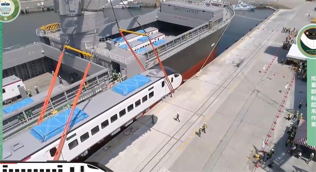 快新聞/台鐵「EMU3000型城際列車」今抵花蓮港 將投入東部幹線疏運
