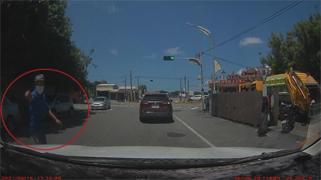 砂石車司機攔車敲窗 質問對方「為何跟蹤」