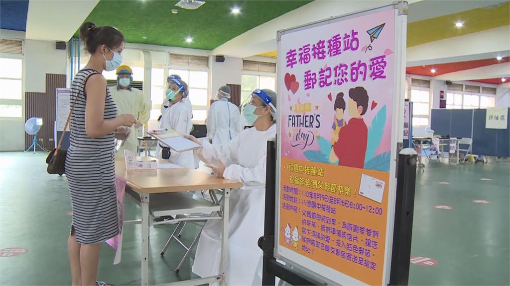 接種站也迎88節 備2千張明信片供民眾索取