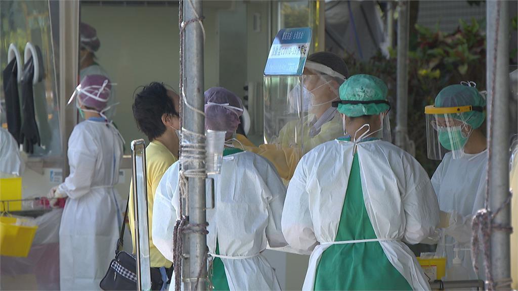 新北果菜市場須持陰性證明才可上工 醫院篩檢人潮排長龍