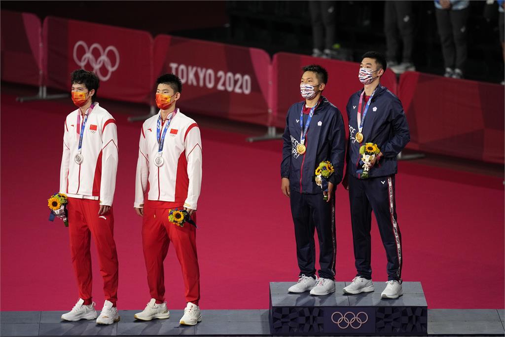 東奧/麟洋配讓中國選手站著聽台灣國旗歌 謝長廷讚選手「贏得金牌也贏得尊嚴」