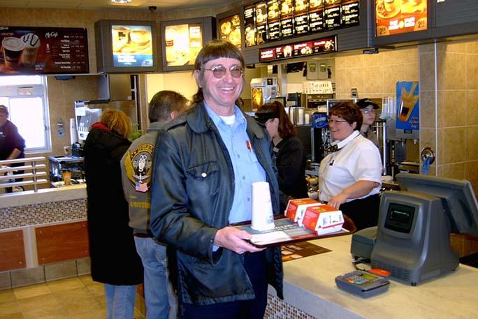 他愛大麥克「成吃」 近50年狂嗑逾3.2萬個破金氏世界紀錄!