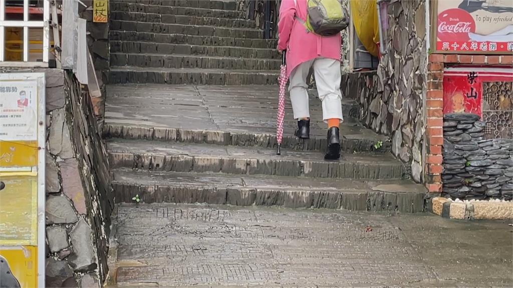 高雄婦人登柴山疑誤闖軍管區 手腳挫傷淋雨受困一夜獲救