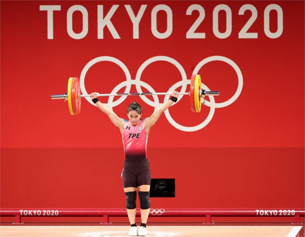 東奧/台灣第1面金牌到手!郭婞淳抓舉「破奧運紀錄」勇奪第1