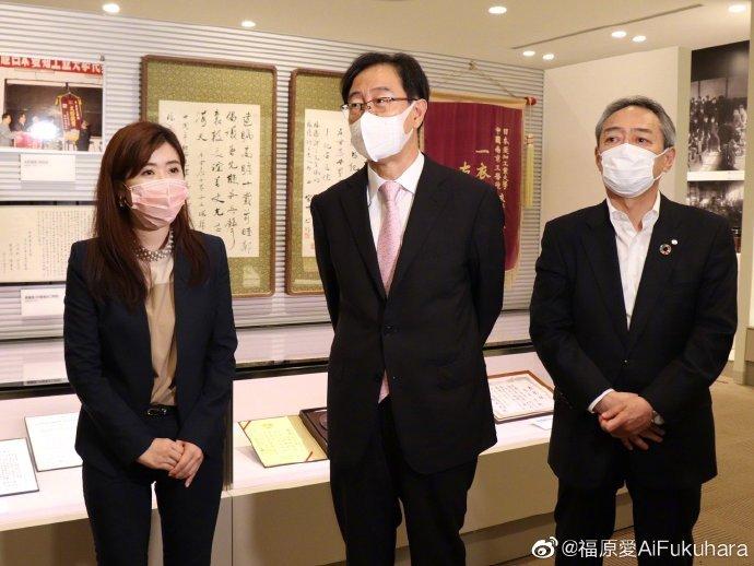 前相撲力士合體福原愛 喊話「愛醬加油」網酸:2個被日本遺棄的運動員!