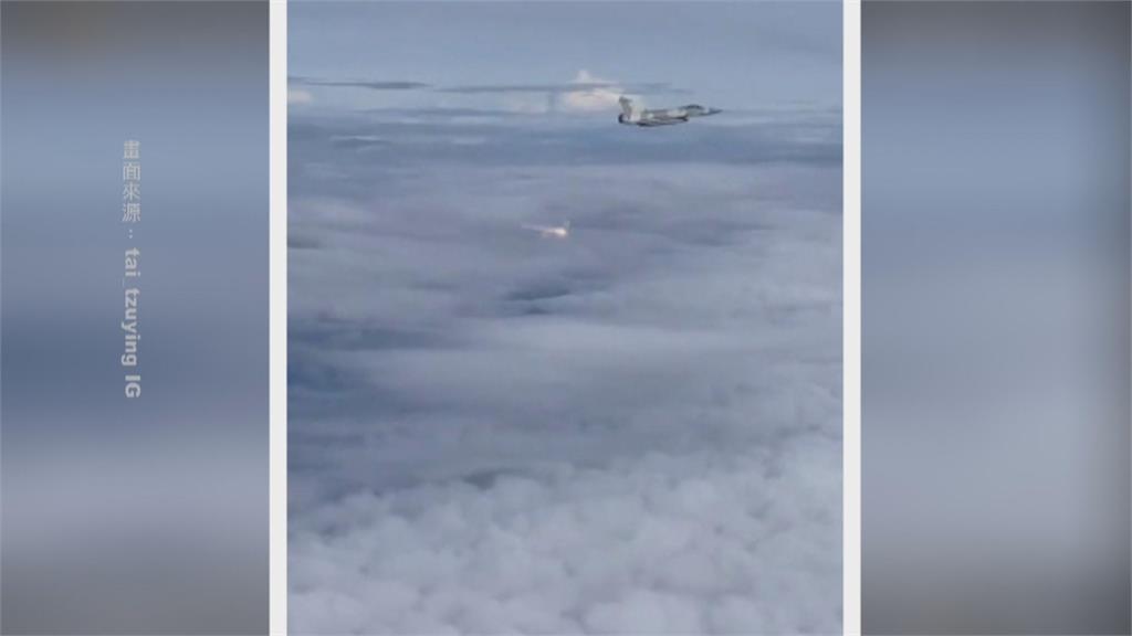 幻象2000伴飛施放熱焰彈 向奧運英雄們致敬