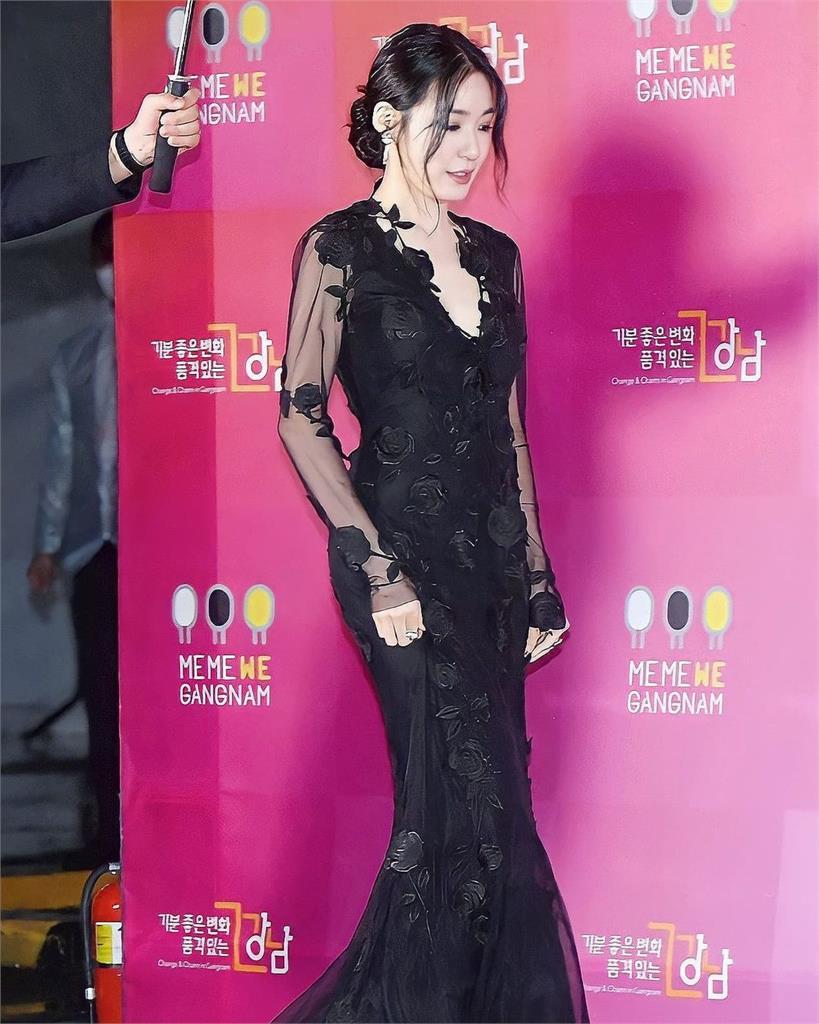 少女時代Tiffany「暗黑玫瑰裝」吸睛!「2大祕訣」養成完美身材