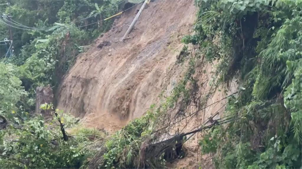 連日大雨不斷 新竹122線24K處土石坍塌