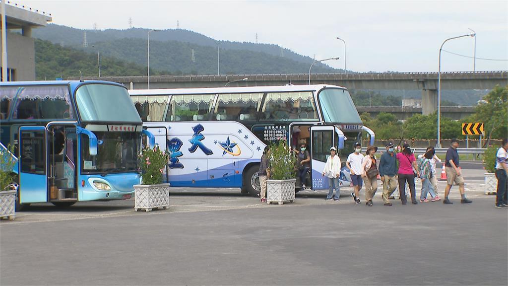 國旅團不得超過50人 遊覽車採「間隔座」禁K歌
