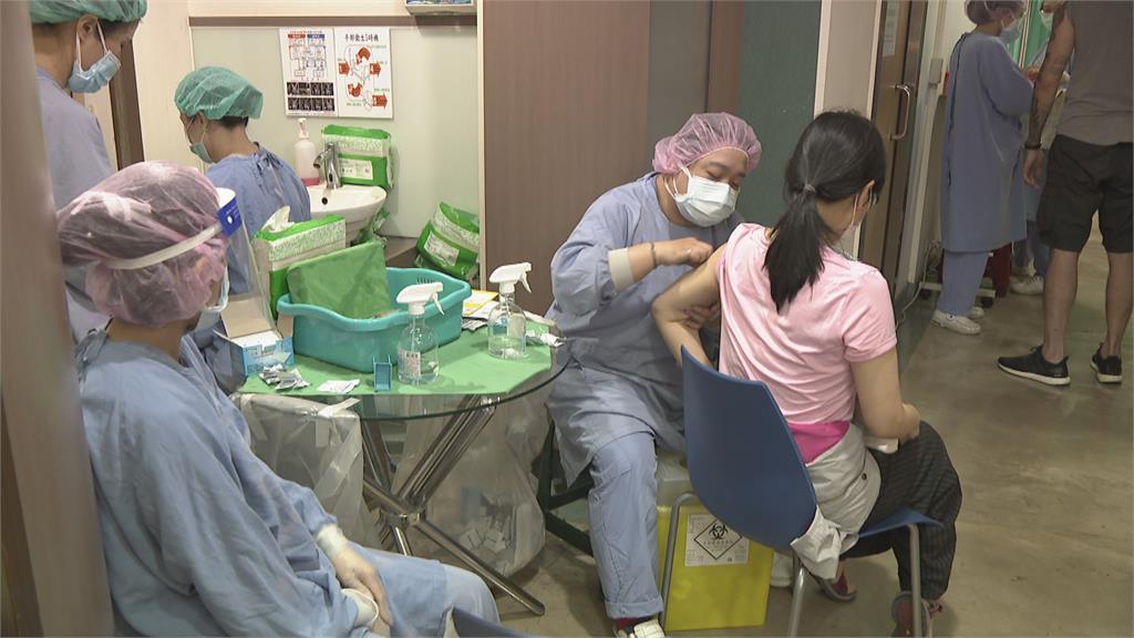 議員爆板橋中英醫院免預約可接種 院方:里長造冊登記